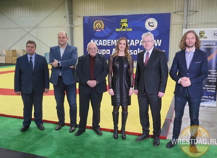 Академия борьбы в Польше назвали именем дагестанского вольника