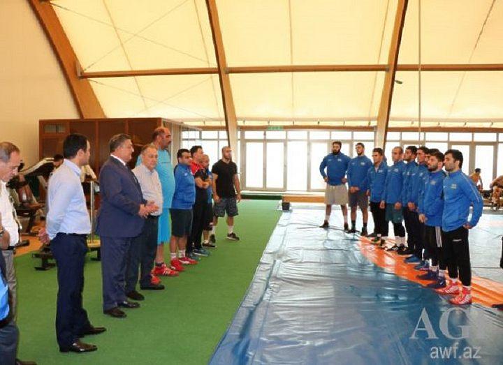 Официальные лица Министерства на тренировке борцов