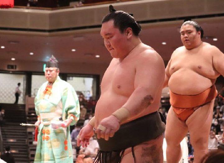 Йокодзуна Хакухо снялся с басё