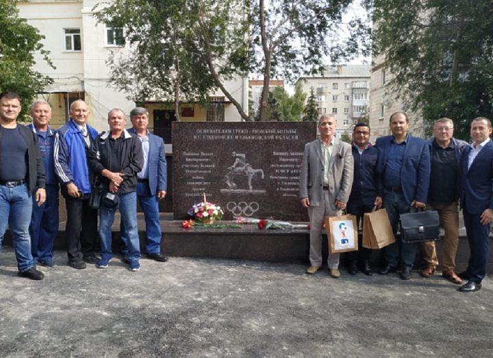 В Ульяновске открыли монумент Анатолию Виннику и Никите Пьянкову