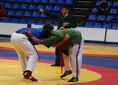 Во Владикавказе проходят соревнования по борьбе на поясах