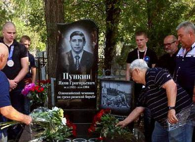 Открыт памятник первопроходцу запорожских олимпийцев