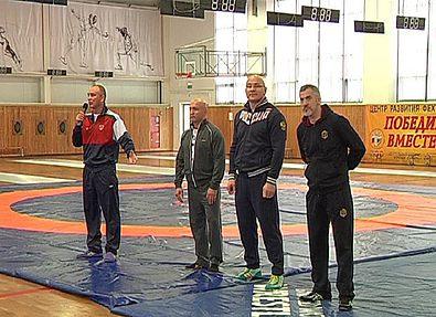 Олимпийские чемпионы дали в Курске мастер-класс по вольной борьбе