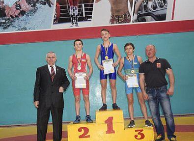 В Каменском прошел чемпионат Днепропетровщины по греко-римской борьбе