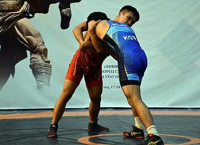 Сборная Кыргызстана по вольной борьбе в Алматы готовится к чемпионату мира