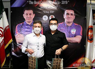 Лучшим борцам и тренерам Азии вручены денежные премии