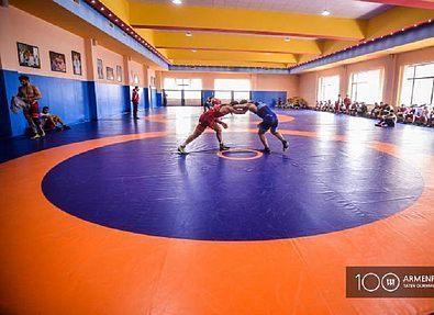 Известны первые победители молодежного первенства по греко-римской борьбе
