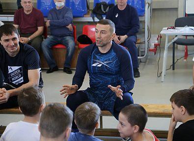 Провел мастер-класс для юных борцов в Хабаровске