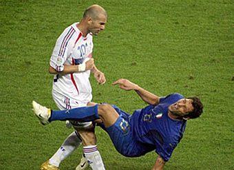 В футбол играют настоящие борцы!