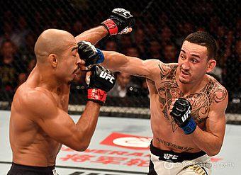 Добыл чемпионство UFC